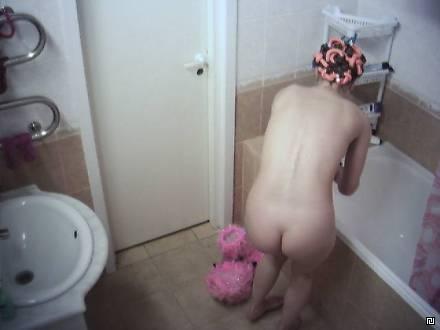 голые девушки скрытая камера в ванной фото